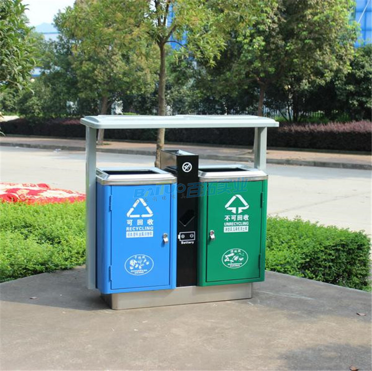 户外绿色垃圾桶