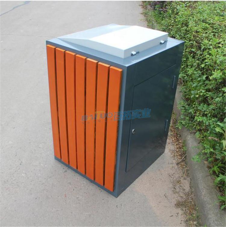 成品户外钢木垃圾桶背面图