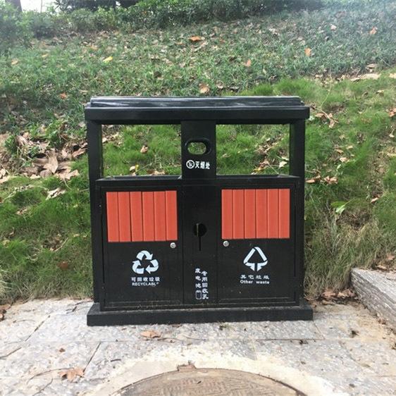公园里垃圾桶