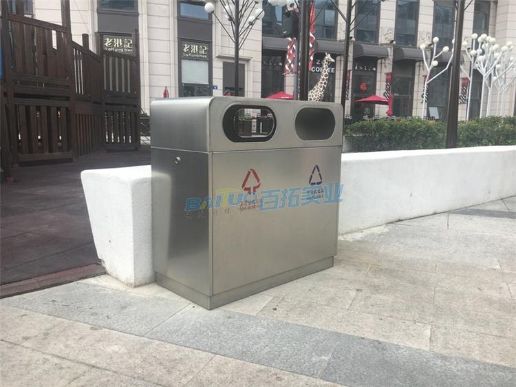 街道的垃圾桶实物图