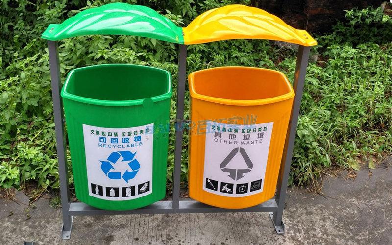 公共卫生垃圾桶实物图