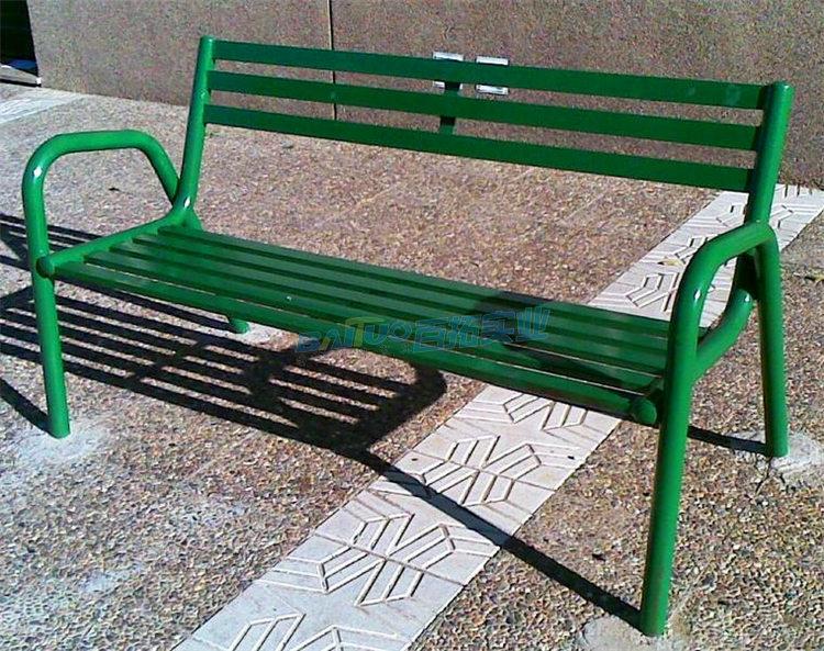 公园坐凳特写图