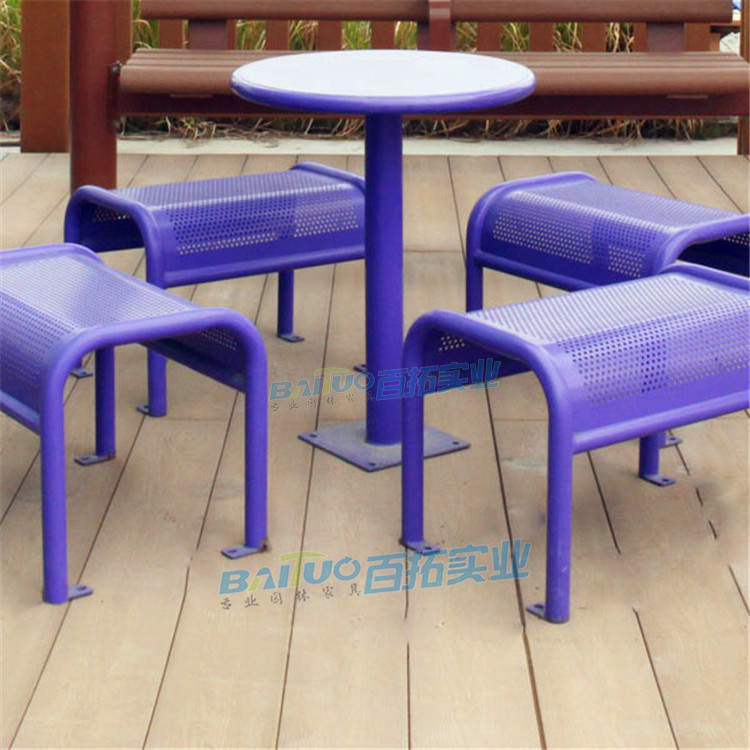 户外铁艺桌椅案例图