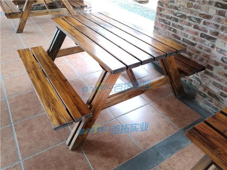 户外木制桌椅展示图
