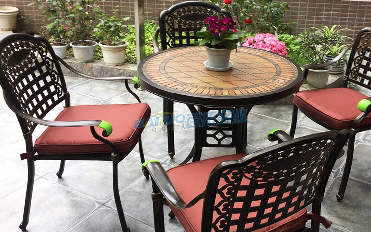 休闲户外桌椅安装案例图