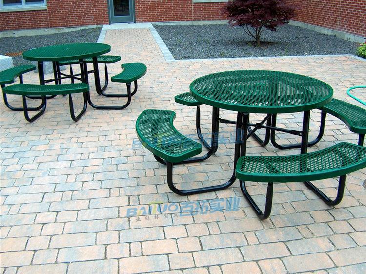 户外铸铁桌椅安装效果图