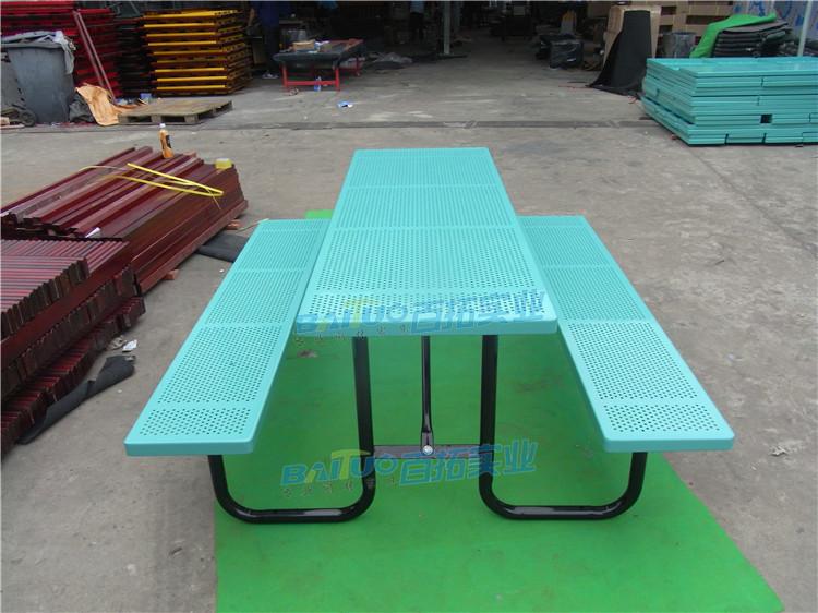 铁艺户外桌椅侧面展示图