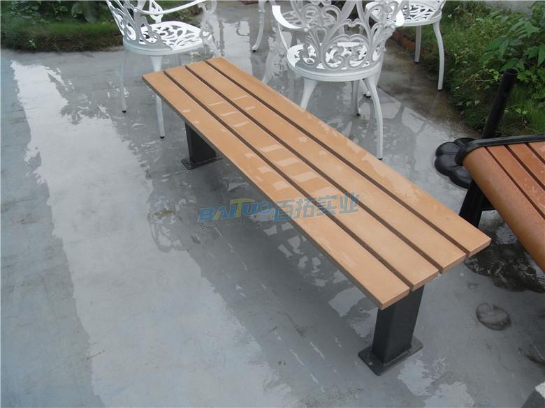 固定式户外木制桌凳椅面经过特殊加工可防水防腐