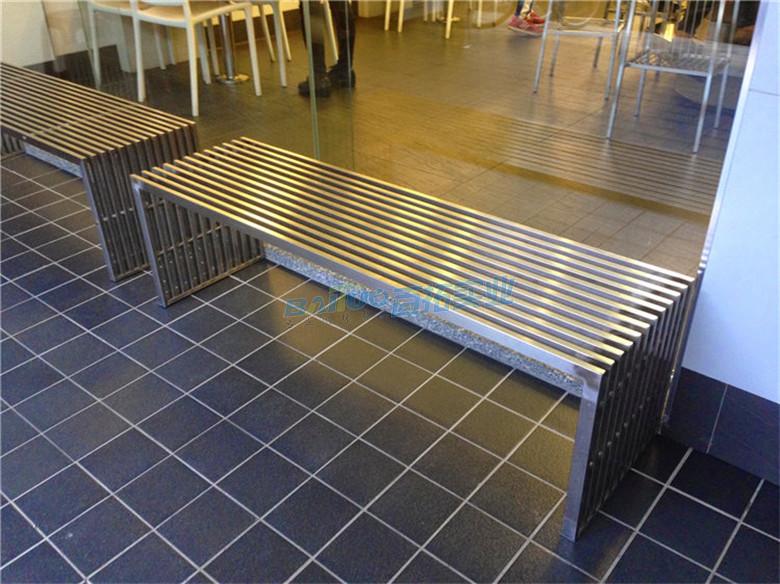 更衣室长板凳安装效果图