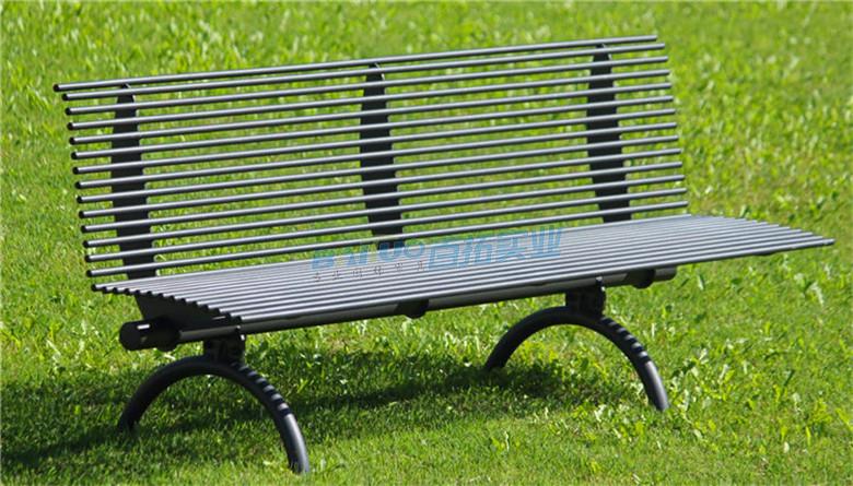 公园铁艺长条凳特写图