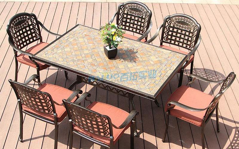 户外家具铸铝桌椅展示图